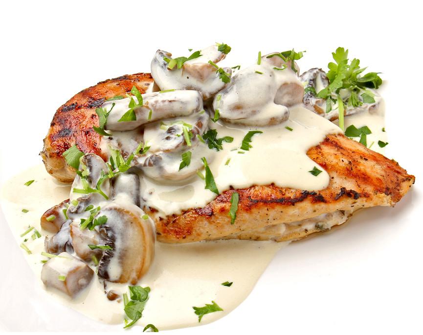 Куриная грудка в грибном соусе