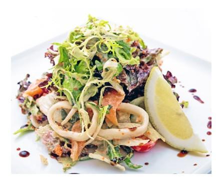 Салат из кальмаров с лососем