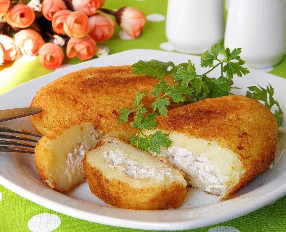 Картопляники с курицей и сыром